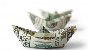 Łódki z banknotów dolarowych