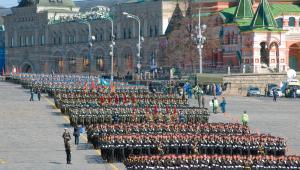 Rosyjscy żołnierze podczas 68. rocznicy Dnia Zwycięstwa w maju 2013 w Moskwie. Fot. Pukhov Konstantin / Shutterstock.com
