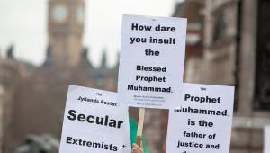 Protesty muzułmanów w Londynie przeciw publikacji karykatur Mahometa w duńskiej gazecie. 16.02.2006, Londyn.