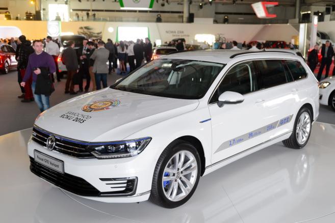 Hybrydowy Volkswagen Passat GTE Variant zaprezentowany podczas targów motoryzacyjnych Motorshow 2015, 9 bm. w Poznaniu. (mgo) PAP/Jakub Kaczmarczyk