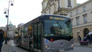 Chiński autobus elektryczny BYD podczas testów w Warszawie