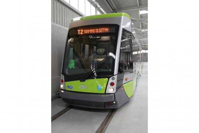 Pierwszy tramwaj Solaris Tramino Olsztyn (tw/cat) PAP/Tomasz Waszczuk