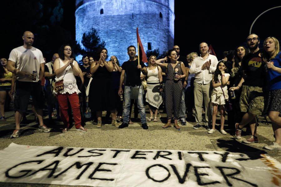 Grecja, Saloniki, mieszkańcy świętują wyniki niedzielnego referendum