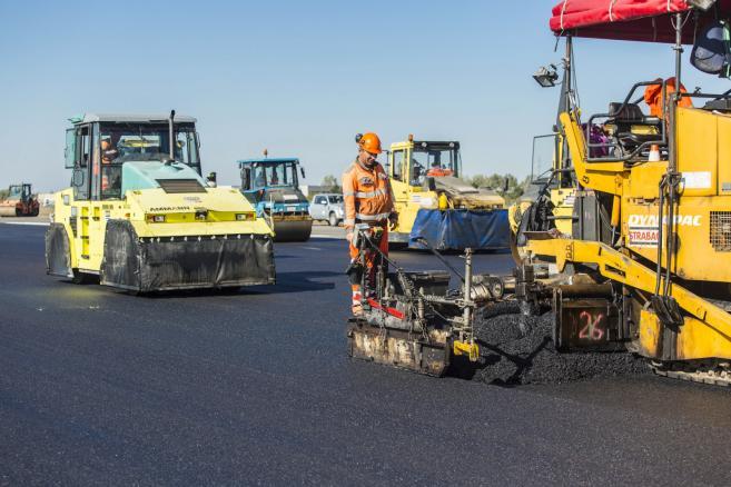 Modernizacja drogi startowej Portu Lotniczego Poznań-Ławica  (bj/mr) PAP/Bartosz Jankowski