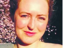 """Julia Wygnańska jest badaczką bezdomności. Od 2004 r. współpracuje z Europejskim Obserwatorium Bezdomności FEANTSA. Obecnie prowadzi projekt """"Najpierw mieszkanie – rzecznictwo oparte na dowodach"""" dofinansowany ze środków EOG w programie """"Obywatele dla demokracji"""", którego celem jest wywołanie zmiany w myśleniu o pomaganiu ludziom doświadczającym bezdomności: <a href=http://www.czynajpierwmieszkanie.pl>www.czynajpierwmieszkanie.pl</a> materiały prasowe"""