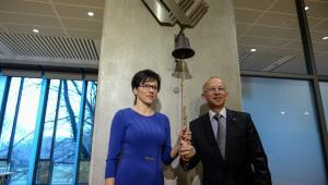 Małgorzata Zaleska (L) oraz były prezes GPW, prezes rady nadzorczej giełdy Wiesław Rozłucki (P) podczas Nadzwyczajnego Walnego Zgromadzenia GPW, 12 bm.