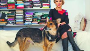 Katarzyna Bonda, pisarka, dokumentalistka i dziennikarka, autorka powieści Pochłaniacz i Okularnik. Fot. Maksymilian Rigamonti
