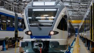Pierwsze dwa pojazdy dla MAV na hali produkcyjnej Stadlera w Sieldach