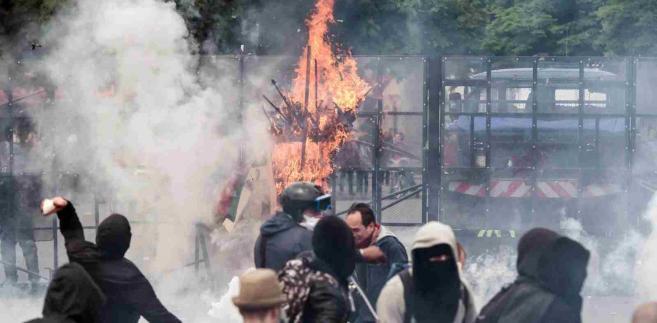 Zamieszki we Francji EPA/CHRISTOPHE PETIT TESSON Dostawca: PAP/EPA.