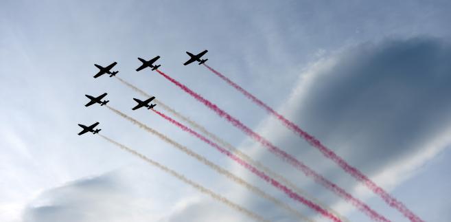 Defilada lotnicza z okazji odbywającego się w Warszawie dwudniowego szczytu NATO