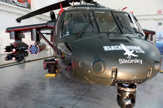 Uzbrojony śmigłowiec Black Hawk zaprezentowany w Polskich Zakładach Lotniczych w Mielcu, 27 bm. (cat) PAP/Piotr Polak