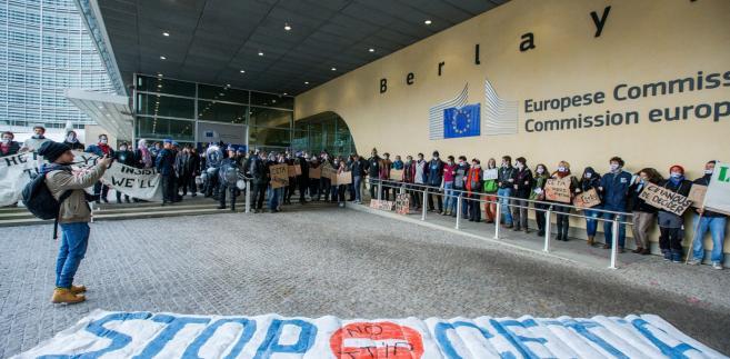 Protest przed KE przeciw CETA