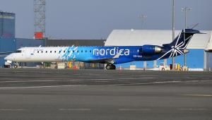 Bombardier CRJ900 linii Nordica na lotnisku w Tallinnie