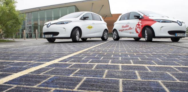 Panele słoneczne wbudowane w jezdnię. Fot. COLAS – Joachim Bertrand