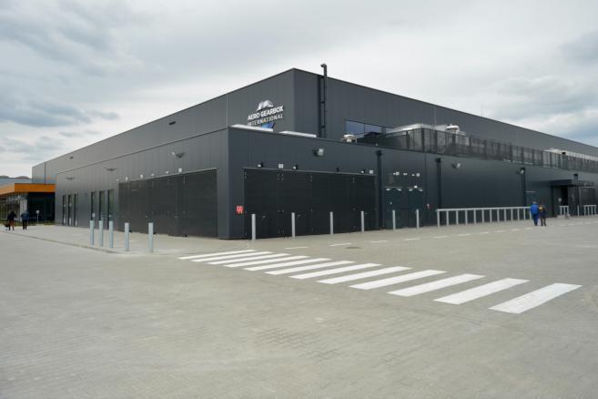 Otwarcia nowego zakładu lotniczego Aero Gearbox International w Ropczycach. Spółka została powołana przez firmy Rolls-Royce i Safran Transmission Systems. Fot. (dd/sko) PAP/Darek Delmanowicz