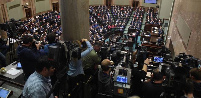 Dziennikarze w trakcie expose Morawieckiego