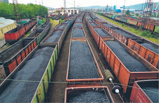 Także największa na rynku PGE nie wyklucza, że w sytuacji braku paliwa skorzysta z węgla z importu fot. Irina Borsuchenko/Shutterstock