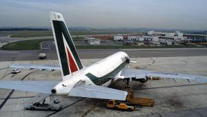 Samolot Airbus A321 linii Alitalia na lotnisku Rzym-Fiumicino