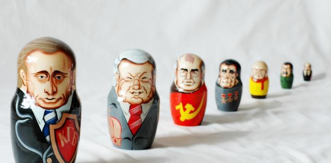 Władimir Putin i byli władcy Rosji na rosyjskich matrioszkach