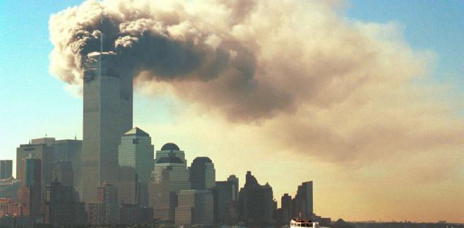 11 września 2001 roku. Widok płonących wież World Trade Center w Nowym Jorku.