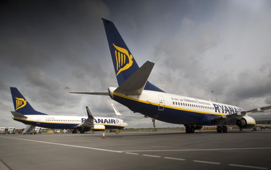 Samoloty linii Ryanair na podlondyńskim lotnisku London - Stansted