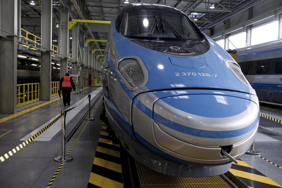 Pociąg Pendolino w barwach PKP Intercity w stacji serwisowej Alstomu, 6.02.2015
