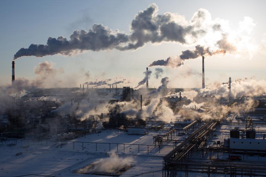Rafineria ropy naftowej Rosnieftu w Nowokubiszewsku, Rosja, 22.12.2016