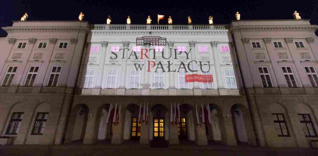 Startupy w Pałacu - KOOPERACJA - okolicznościowa iluminacja na fasadzie Pałacu Prezydenckiego, źródło: Prezydent.pl
