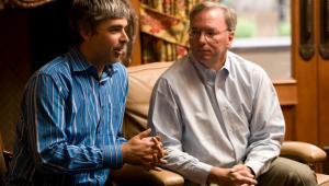 Larry Page (po lewej), współzałożyciel i prezes Google Inc. oraz Eric Schmidt, CEO Google Inc. Stojący na czele Google Ideas Jared Cohen  (nie ma na zdjęciu) należał do bliskich doradców ds. bezpieczeństwa sekretarz stanu Condoleezzy Rice.