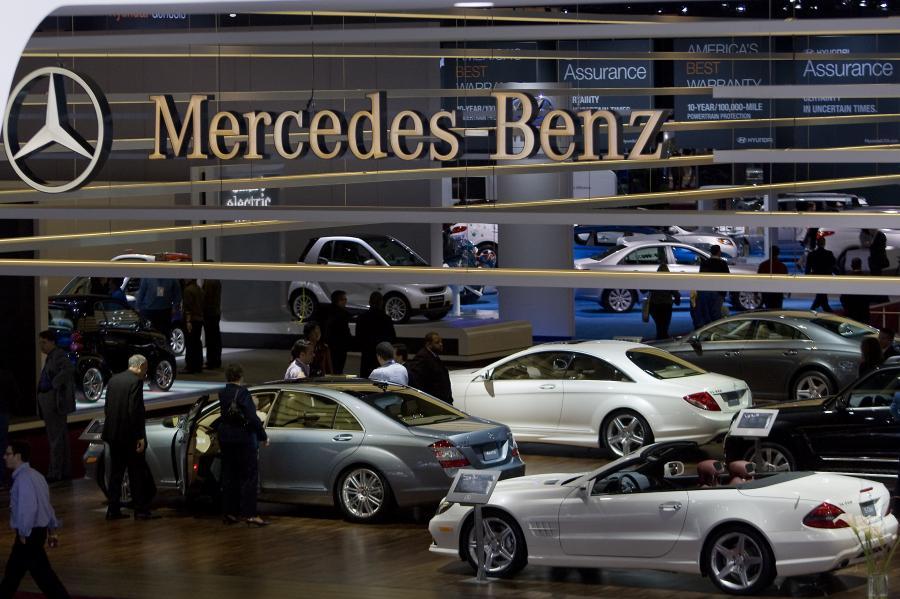 Stoisko Daimlera podczas wystawy samochodowej w Detroit