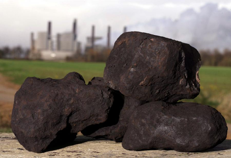 Bryły węgla brunatnego
