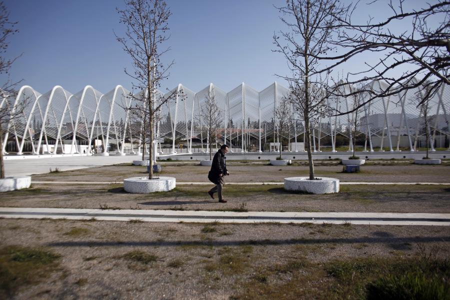 8 lat po Olimpiadzie w Grecji w 2004 r. Zaniedbany plac na terenie głównego kompleksu olimpijskiego w Atenach.