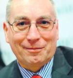 Janusz Atłachowicz, Skończył Politechnikę Wrocławską. Jako jeden z pierwszych dyrektorów przekształcił szpital w spółkę, zrestrukturyzował, pozostawił bez długów, za to z nadwyżką finansową. Kierował szpitalem w Rawiczu od lipca 1998 r. najpierw jako dyrektor, a od czerwca 2008 r. jako prezes zarządu spółki materiały prasowe